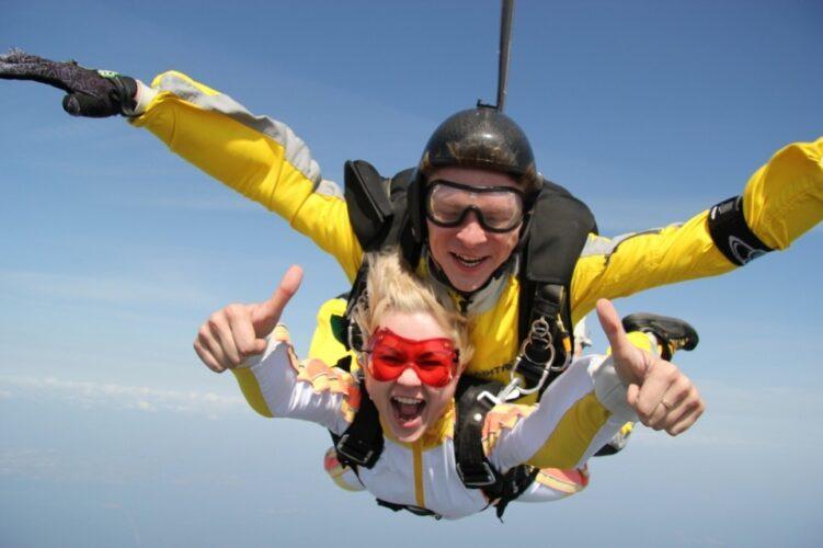 5 мест где можно прыгнуть с парашютом в Москве