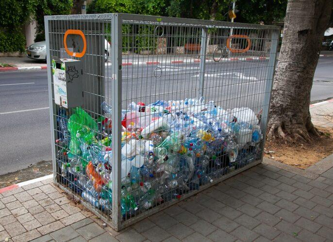 Сбор пластиковых бутылок в Москве