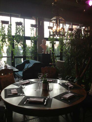 5 ресторанов для празднования 14 февраля в Москве