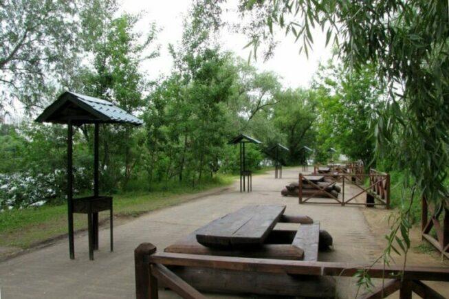 Мангалы в парке Серебряный бор