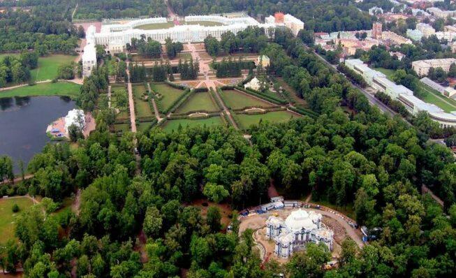 Екатерининский парк в центре столичного мегаполиса