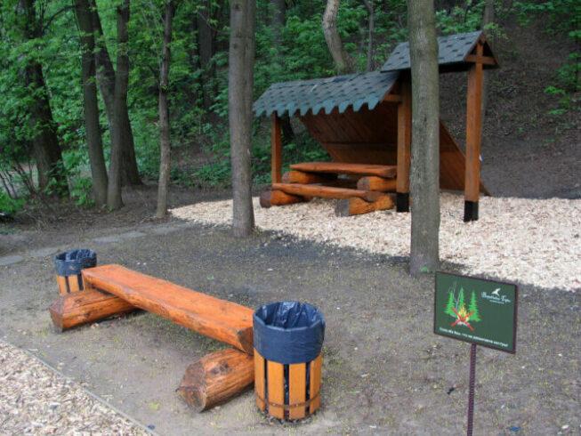 Мангал и место для отдыха в Москворецком парке