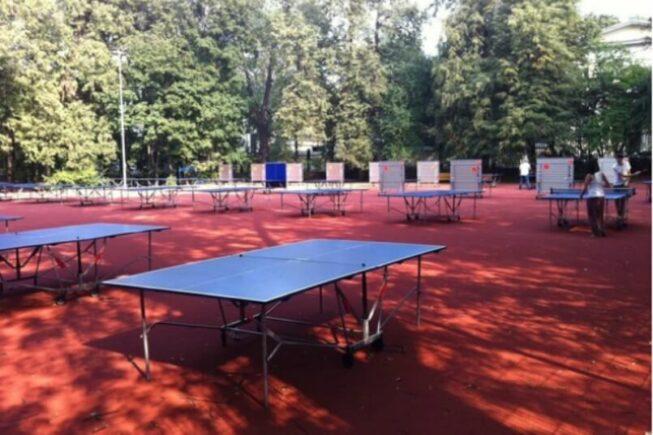 Столы для игры в настольный теннис в парке Горького