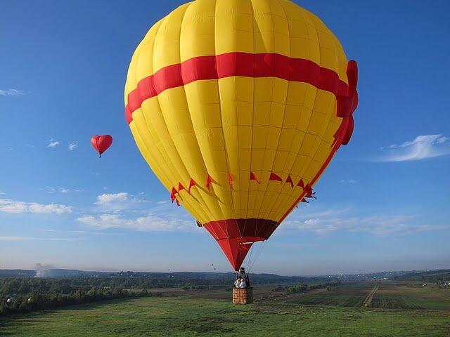 Воздушный шар желтого цвета